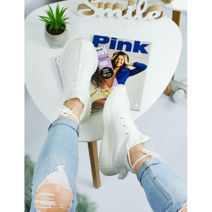 Женские кроссовки Adidas Yeezy Boost V2 White
