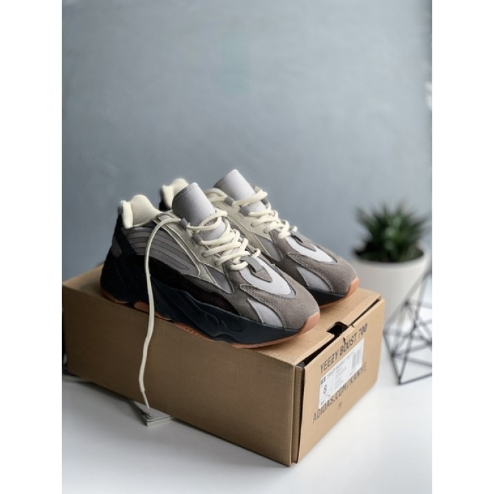 Мужские кроссовки Adidas Yeezy Boost 700 Beige